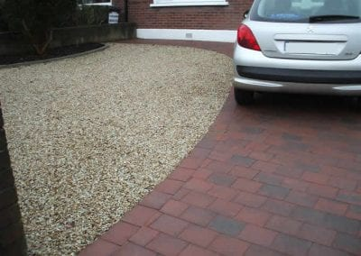 contrasting_brick_and_gravel_driveway
